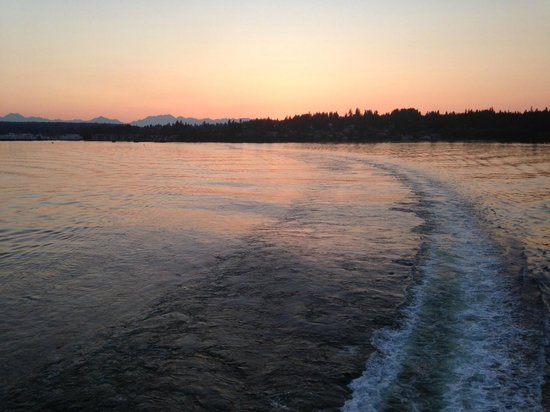 Washington State Ferries: Sunset departure from Bainbridge Island