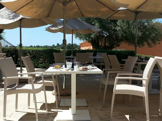 Donnafugata Golf Resort & Spa : tavoli colazione