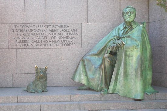 Franklin Delano Roosevelt Memorial : Love the dog.