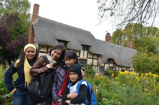 Anne Hathaway's Cottage & Gardens: Kebun Bunga dan Rumah Anne Hathaway Yang Sangat Indah