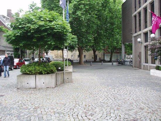 Crowne Plaza Maastricht: Hotel Enterance