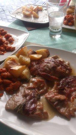 Birreria Moretti: Saltimbocco, gut gebraten, genug Parmaschinken mit Fagioli