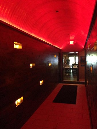 WiseGuys: Entry hall (between bar and main dining)