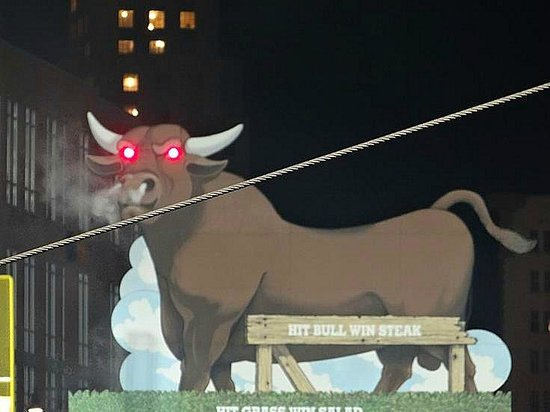 Durham Bulls Athletic Park: bull snorts/eyes flash - home run