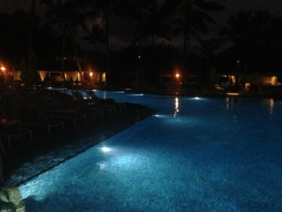 St. Regis Princeville Resort: Pool - Night View
