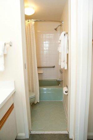 Sea Ranch Resort: Condo Style Suite Bathroom