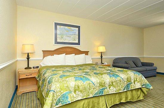 Sea Ranch Resort: Main Building Guest Room  (No ocean view)