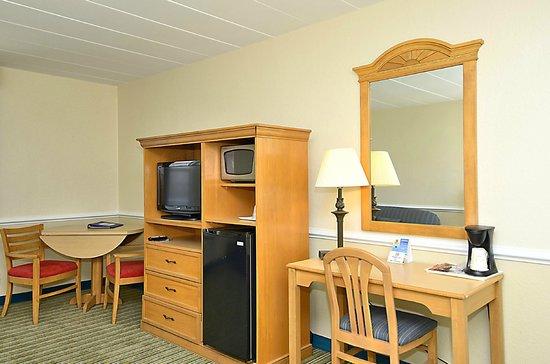 Sea Ranch Resort: Main Building Guest Room