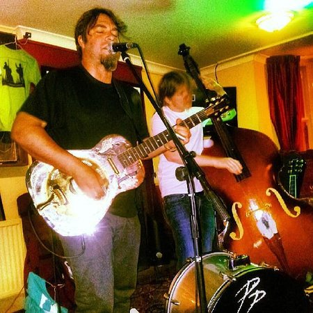 The Oak - Y Dderwen: Live music at the weekends
