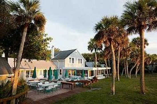 Manasota Beach Club: The Clubhouse offers fine dining and spectacular views!