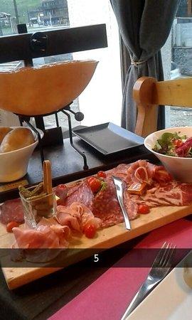 L'ESCALE BLANCHE : raclette fromage à volonter