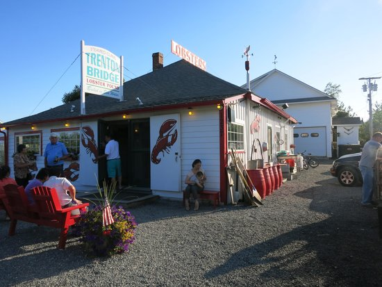 Trenton Bridge Lobster Pound: Located right off the main road