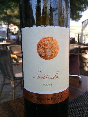 Dubravka 1836 Restaurant: Great local white wine