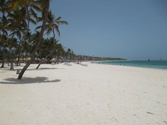 Meliá Caribe Tropical: Beach outside the resort