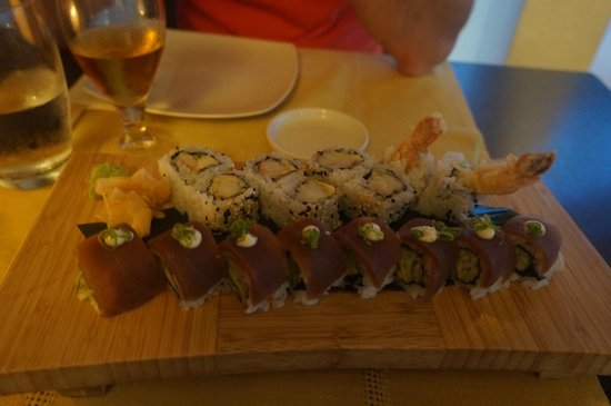Ginger Sushi Lounge: Tuna and spring onion inside out roll