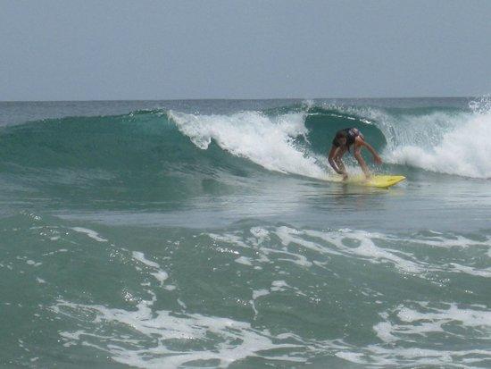 Avellanas Surf School: dropping in