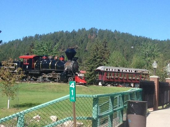 1880 Train/Black Hills Central Railroad: engine and carriage