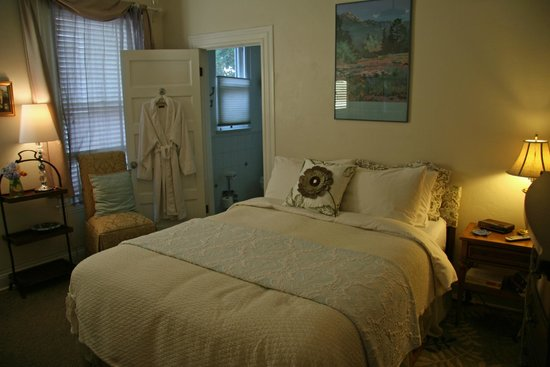 Peppertrees Bed & Breakfast Inn: our bedroom