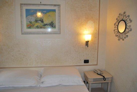 Hotel Scalzi: Cama