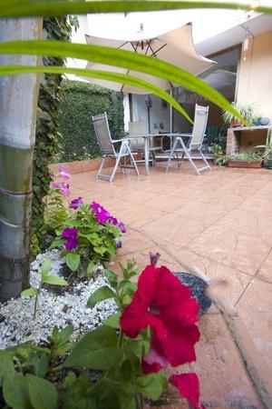 Comfort Hostel: Garden 2