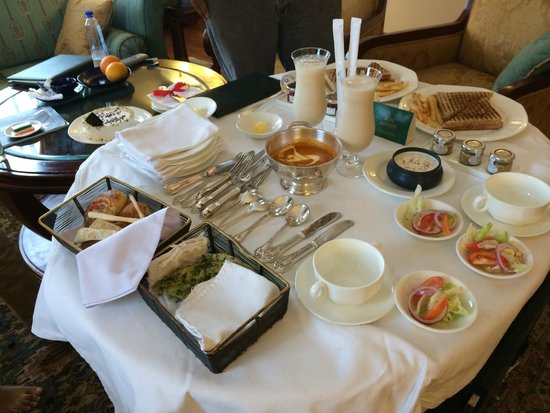 The Oberoi Cecil, Shimla : This is how they served sandwiches and cold coffee.