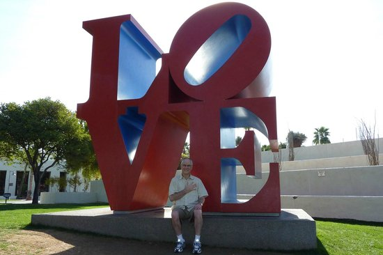 Old Town Scottsdale: Love Scupture
