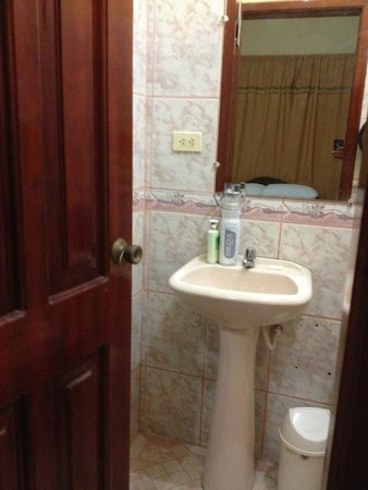 Hotel Sandrita: bathroom