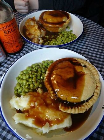 Humble Pie 'n' Mash: haggis was bland but steak and stout was better