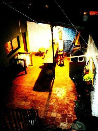 Hostel Internacional El Balcon: patio/ parrilla