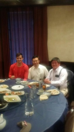 Dong Bei Hu: With some friends.