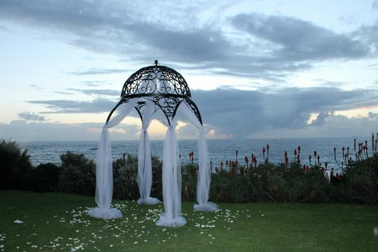 The Twelve Apostles Hotel and Spa: Wedding Arch Sea view