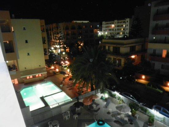 Kleoniki Mare: Widok z balkonu nocą