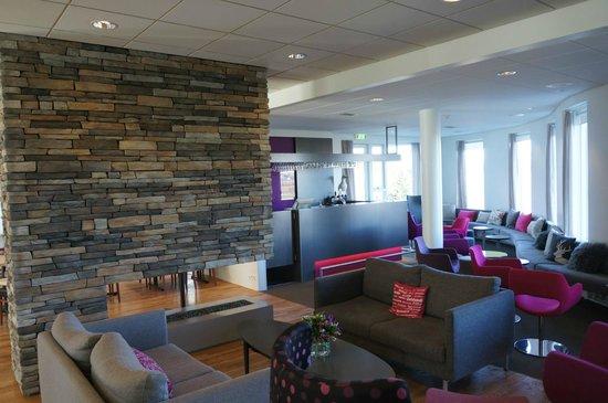 Icelandair Hotel Herad: Modern lobby.