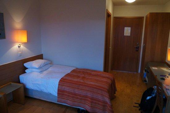 Icelandair Hotel Herad: Way too soft beds.