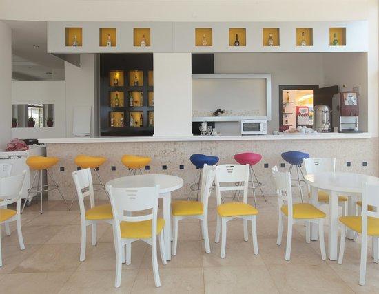 Arora Hotel: Lobby bar