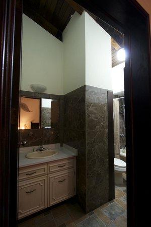 Comfort Hostel: Baño habitación doble