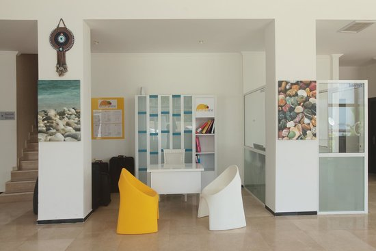 Arora Hotel: smartline rep desk