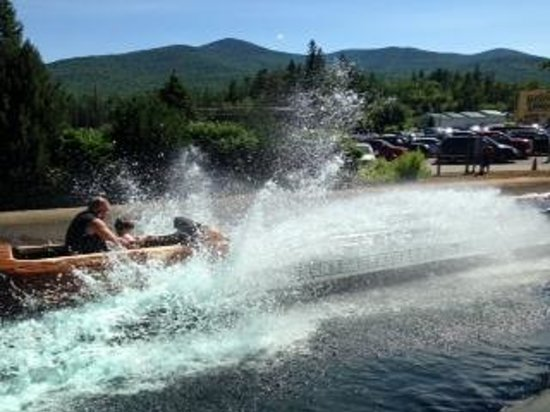 Jefferson, Nueva Hampshire: Splash down on the log ride