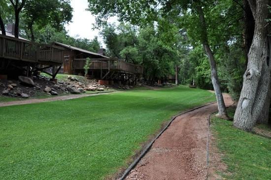Kohl's Ranch Lodge : Trail Near Creek
