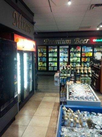 Sage Pub & Liquor Store: clean inside