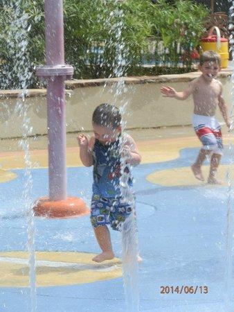 Busch Gardens : water in Sesame Street area