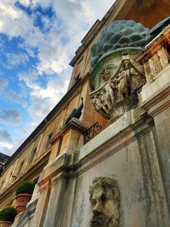 Vatikanische Museen (Musei Vaticani): had to lay on the ground to get this shot