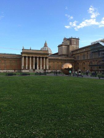 Vatikanische Museen (Musei Vaticani): Pinecone Garden