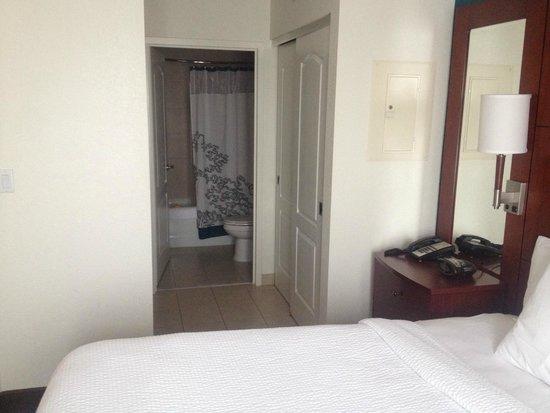 Residence Inn East Rutherford Meadowlands : 2 Bedroom Suite - Hallway