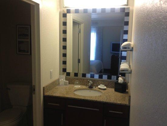 Residence Inn East Rutherford Meadowlands : 2 Bedroom Suite - Bathroom