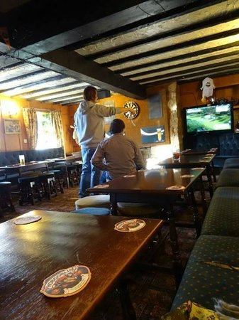 Middle Earth Tavern: wii golf