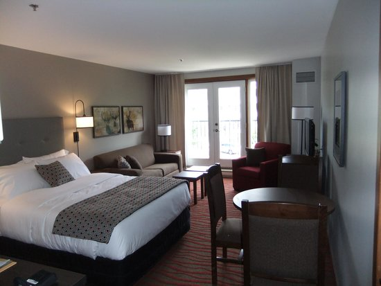 Tour des Voyageurs: Newly updated room