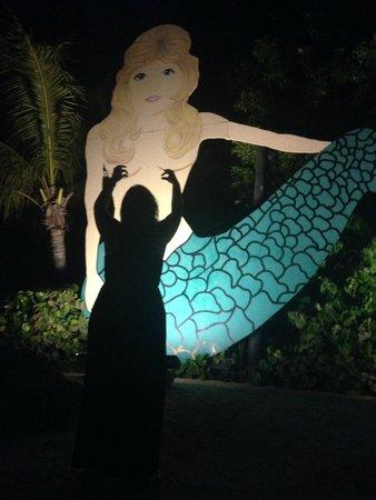 Lorelei Restaurant & Cabana Bar: Iconic Mermaid out front of Lorelei.