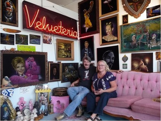 Velveteria - The Museum of Velvet Paintings