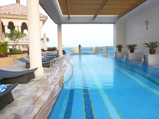 JW Marriott Hotel Dubai: swimming pool with shade